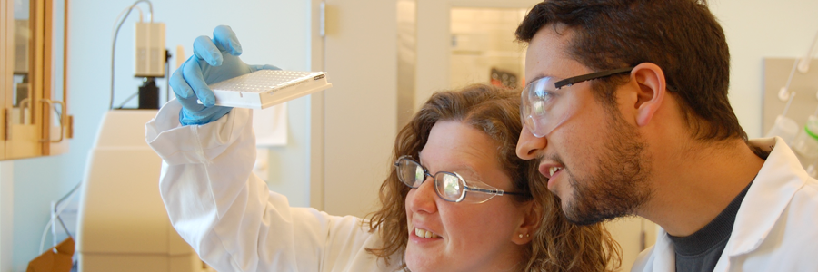 Michelle Farkas and graduate student in lab